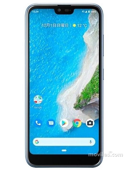 Fotografía grande Varias vistas del Kyocera Android One S6 Bleu y Blanc y Noir. En la pantalla se muestra Varias vistas
